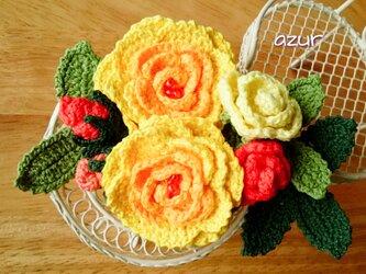 薔薇のコサージュ オレンジ色~黄色の画像