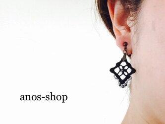 ハーダンガー刺繍とビーズのイヤリング●ブラックの画像