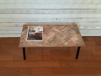 ジャンクスタイルのヘリンボーンテーブルの画像