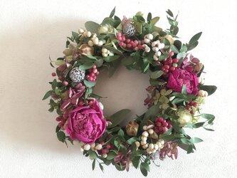 芍薬とミナズキとユーカリの冬リースの画像