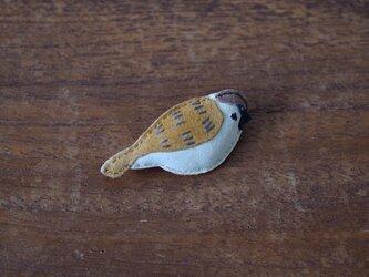 ブローチ スズメの画像