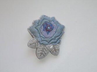 薔薇*青 刺繍ブローチの画像