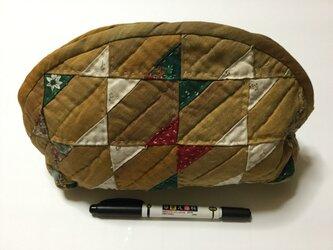 三角と台形で作ったポーチ パッチワーク 路考茶(ろこうちゃ)。の画像