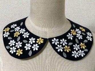 手刺繍つけ襟(花々)の画像