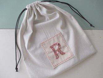 イニシャルアップリケの巾着(R)の画像