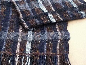 手織り大判黒系ショール SHA101A 茶系 チェック柄 男女共用 ウール シルク 強撚糸 シック 防寒の画像