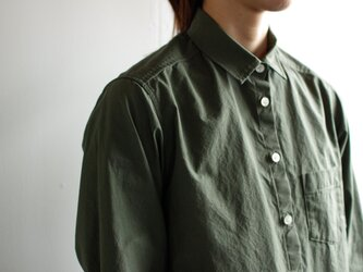 タイプライターコットンスタンダードシャツ/khakiの画像