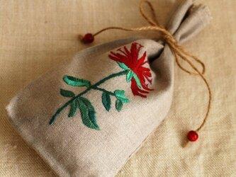 リネンのハーブ刺繍のサシェ〈ベルガモット〉の画像