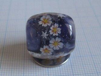 とんぼ玉 桜と雪(濃紺)の画像