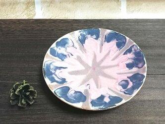 花のお皿の画像