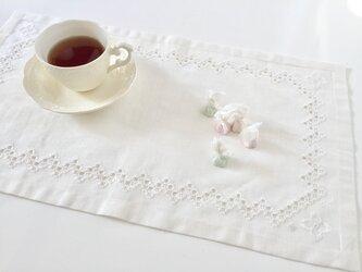 ハーダンガー刺繍のランチョンマットの画像