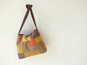 浅間山麓の四季の色・草木染めの肩掛けかばんの画像