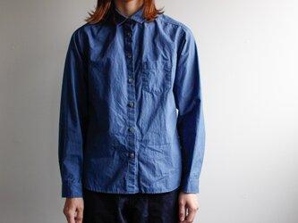 タイプライターコットンスタンダードシャツ/indigo blueの画像