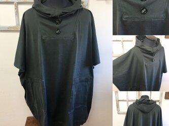 人気再販NEWバージョン  男女兼用❤️カットソー素材のポンチョ風五分袖パーカー(濃カーキ)男女フリー L〜LLの画像