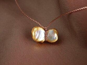 金箔とダブルパールのシルクネックレス/chouchoの画像