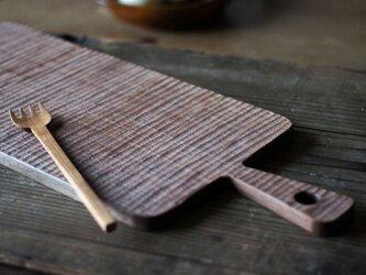 手彫りのカッティングボード(ウォールナット)の画像