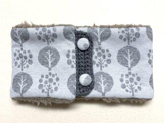 【即納可能】ボタンタイプ☆キッズサイズ☆まあるい木柄(ホワイト)+ふわふわプードルファーのネックウォーマーの画像