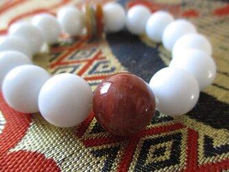 極楽浄土を飾る七宝の一つ瑪瑙:白瑪瑙珠とミャンマー翡翠 生命力を高める赤の水晶朱瑪瑙 ブレスレットの画像