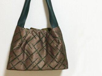 変わり織り模様のワンハンドルかばんの画像