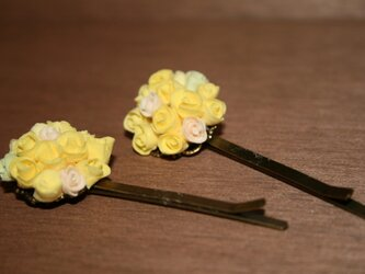 黄色い花のヘアピン(2個セット)の画像