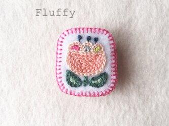 チューリップの刺繍ブローチの画像