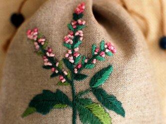 リネンのハーブ刺繍のサシェ〈ミント〉の画像