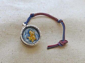 銀製の鈴 『 木桶の金魚 』 (シルバー925+レジン) 根付・バッグチャームの画像