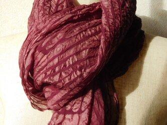 「色が変化する麴塵染」シルクショールの画像