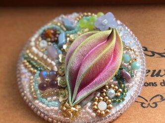 ビーズ刺繍 春色 ブローチ イエローターコイズ シルク絞りリボンの画像