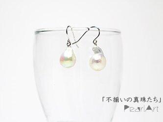 「不揃いの真珠たち」ピアスの画像