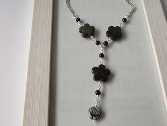 ブラックスモークカラーのネックレス  の画像
