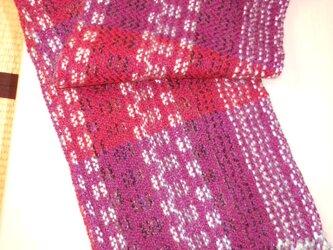 手織りウールマフラー MUF131A 赤紫 模様織り 防寒 プレゼントの画像