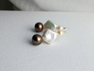751-p/black&white-pearl-mix : ピアスの画像