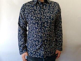 長袖和柄シャツ(雲唐草模様)濃紺の画像