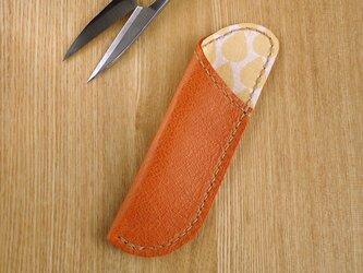 革の糸切りばさみケース キャメル×オレンジしずく柄の画像