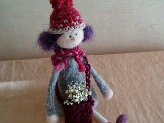 ニット帽の女の子(羊毛フェルト)の画像