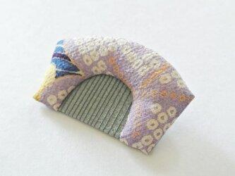 古布ちりめんの櫛ブローチ(藤色)の画像