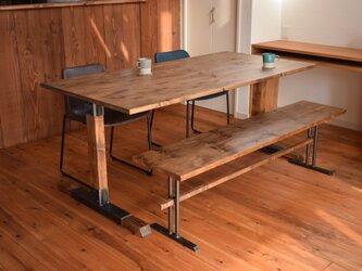 男前インテリア アイアン×パイン材のダイニングテーブル ブルックリンスタイルの画像