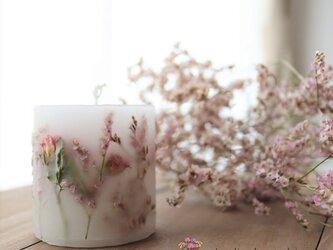 桜色のボタニカルキャンドル*ハイブリッドスターチスとピンクのミニバラの画像