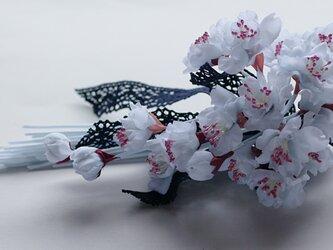グレーの桜のコサージE10の画像