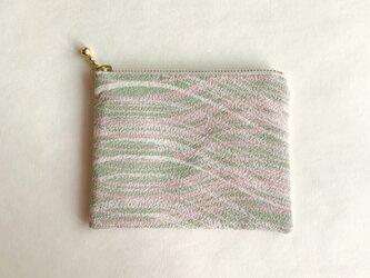 絹手染ポーチ(曲・くすみ淡ピンク緑)の画像