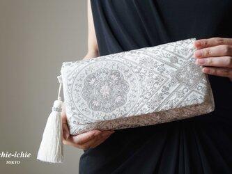 結婚式やパーティー、日常使いにも。2way帯クラッチバッグ& ハンドバック 絹帯 リメイク プラチナ二重箔 シルバー の画像