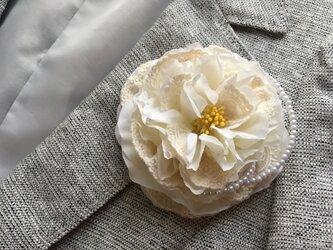 ホワイトローズのメリアコサージュ&髪飾り レース、ビーズ付き  ※卒業式、入学式、結婚式の画像