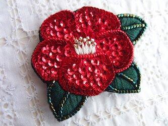紅椿のブローチの画像