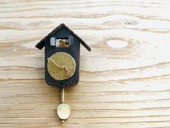 小さなカッコウ時計のブローチ②の画像