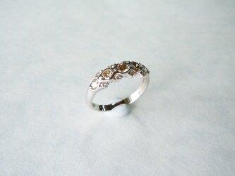 K18WG ブラウンダイヤとメレダイヤの一文字風デザインリング/12号の画像