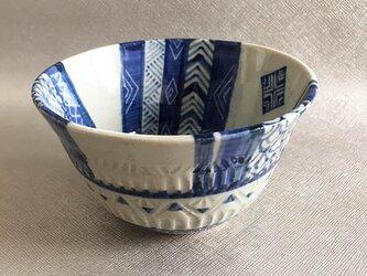 青模様の鉢の画像