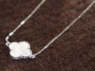 四葉のクローバーのネックレス(ホワイト)の画像