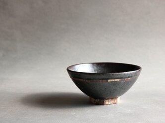 黒釉飯碗(変七角高台)(大)の画像