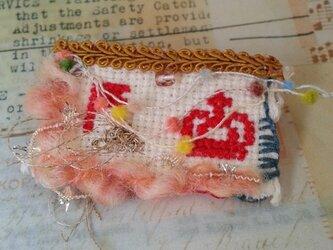 刺繍コラージュブローチ『王様誕生。』の画像